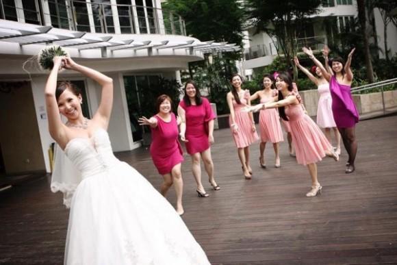 Có nên làm phụ dâu cho ngày cưới.