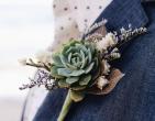 Bật mí ý nghĩa hoa cài áo chú rể bằng sen đá đang được ưa chuộng hiện nay