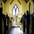 Chuẩn bị cho lễ cưới trong nhà thờ