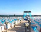 Tham khảo cách trang trí bàn tiệc cưới ở biển độc đáo