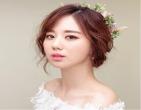 4 kiểu tóc cưới giúp gương mặt cô dâu thanh tú hơn