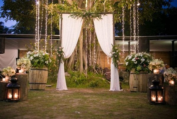 Chọn hoa trang trí đám cưới ngoài trời như cổ tích