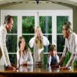 Giải quyết mâu thuẫn gia đình như thế nào