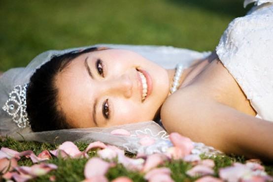 Chăm sóc da trong mùa hanh khô cho cô dâu bận rộn