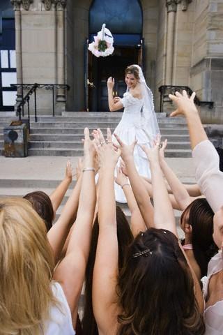 Tung hoa cưới
