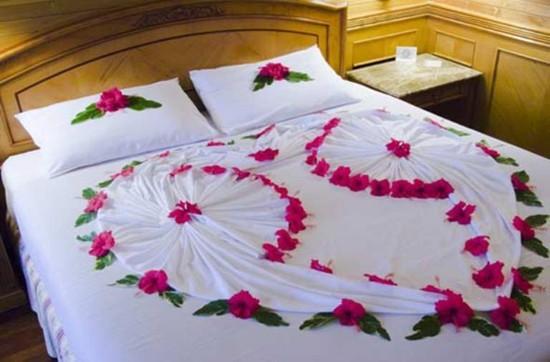 Kết quả hình ảnh cho Trang trí giường cưới bằng hoa hồng