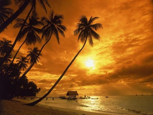 Những bãi biển trăng mật lãng mạn trên thế giới