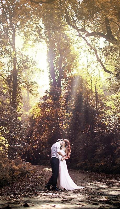 Tốt nhất cô dâu chú rể nên chọn loại hình trọn gói bao gồm chụp ảnh, thuê/mua/may váy cưới, áo dài cưới, vest chú rể, trang điểm cô dâu ngày cưới, hoa cầm tay ngày cưới…