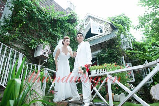 Chụp ảnh cưới ở quán Cafe Sân Vườn