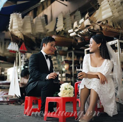 Chụp ảnh cưới phố phường đông đúc
